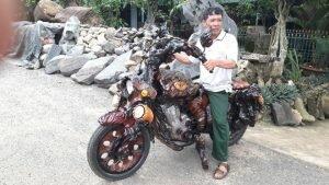 """Anh nông dân Lâm Đồng """"độ mô tô lũa"""""""