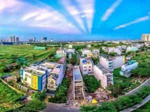 Tia nắng hình rẻ quạt gây chú ý trên bầu trời Sài Gòn